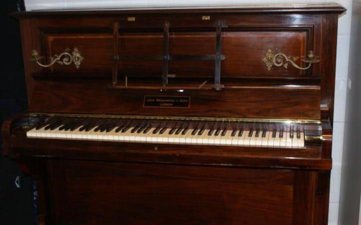 JS117691208-british-museum-piano-gold-large_trans_NvBQzQNjv4BqB1hv6Y8HU52iuoXtIM681ORLnhP8SQBcGPViyaZCi18